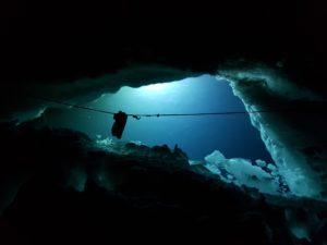 Plongée de nuit sous-glace